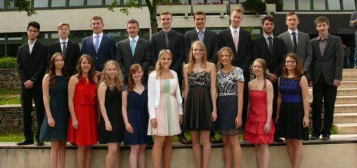 Die Abiturientinnen und Abiturienten der Willinger Uplandschule. Sie wurden gestern verabschiedet. Fotos: Ulrike Schiefner