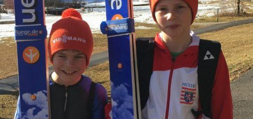 Die jungen Skispringer Max Wilke und Leonard Paulus