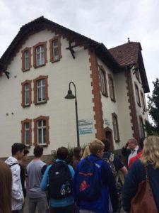 Vor Villa Dr. Bock in Volkmarsen