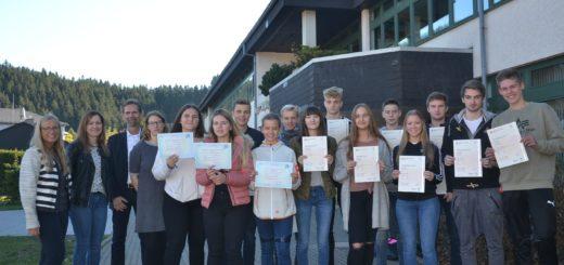 Sprachkönnen bewiesen: Cambridge und Delf-Zertifikate an der Uplandschule verliehen.